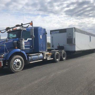 Transport de roulotte de chantier